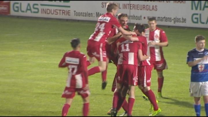Hoogstraten blikt Turnhout in met 2-0 en is weg van laatste plaats.