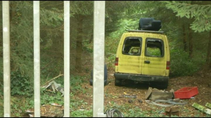 Vandalen vernielen oude bestelwagen in Grobbendonk