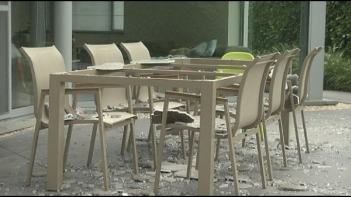 Bewoners staan voor raadsel: glazen tafelblad ontploft