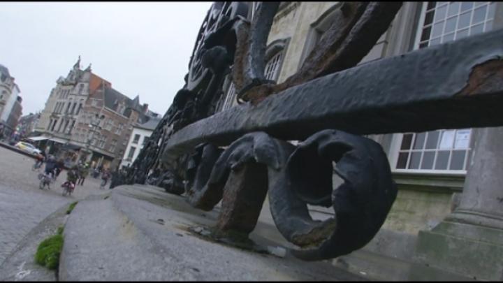 Restauratie eeuwenhoud hek stadhuis Lier duurt langer