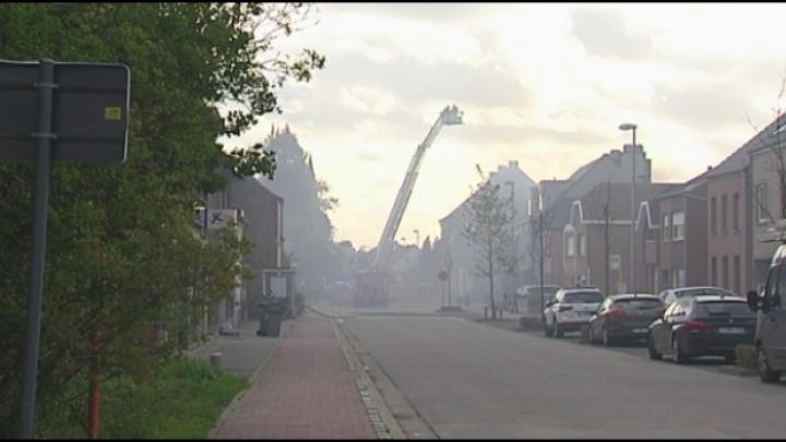Veel rook bij woningbrand in Schriek
