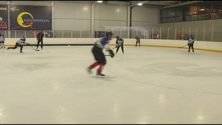 """Verkoeling op ijshockeykamp? """"Toch zweten bij -2 graden"""""""