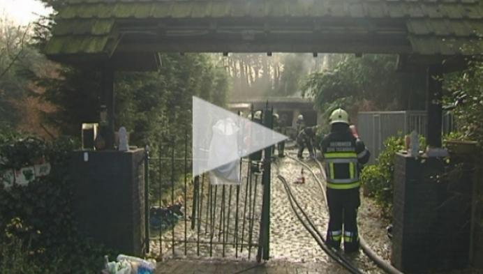 Vrouw gewond bij woningbrand