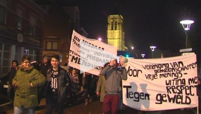130 mensen in mars tegen geweld en terreur