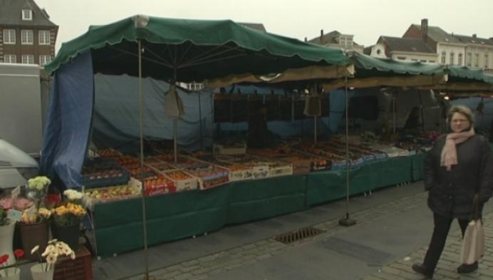 Marktkramer wil oude plaats terug