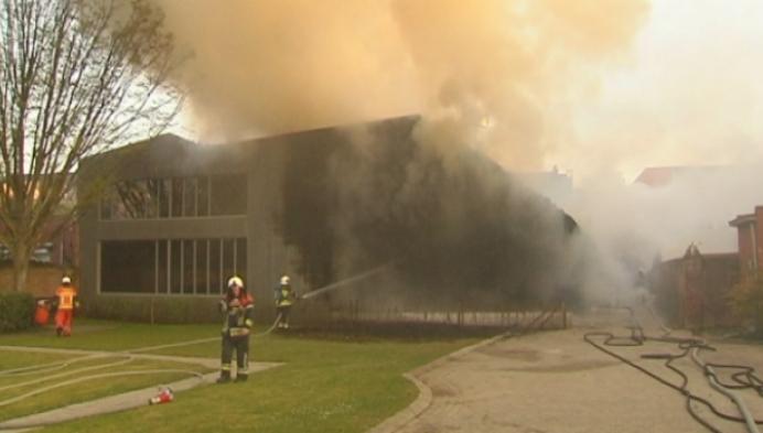 Brand in schoenenzaak Geel is aangestoken