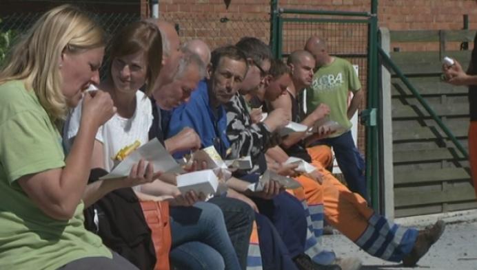 Parking gemeentehuis klaar: gratis friet voor ambtenaren