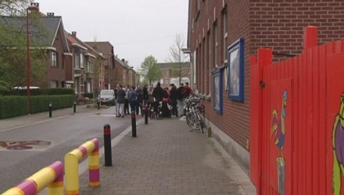 Ouders kamperen voor school 'De Wegwijzer'