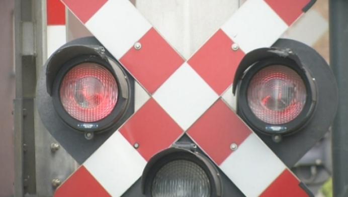 Politie betrapt tientallen overtreders aan spooroverweg