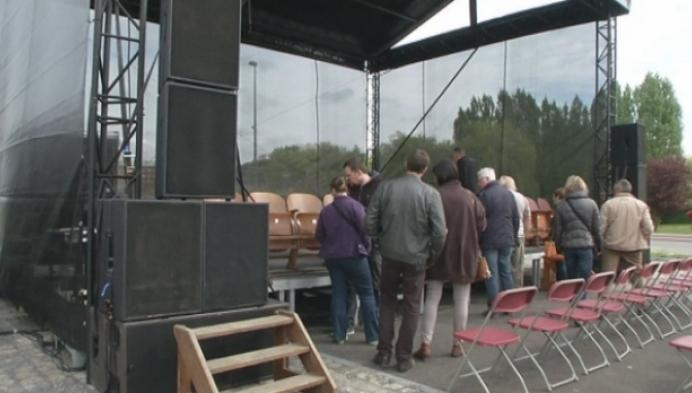 Oude stoelen cinema Plaza brengen onverwacht veel geld op