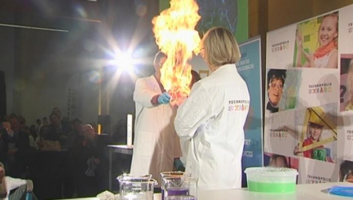 Nieuw wereldrecord chemieles voor 1.000 leerlingen in Technopolis