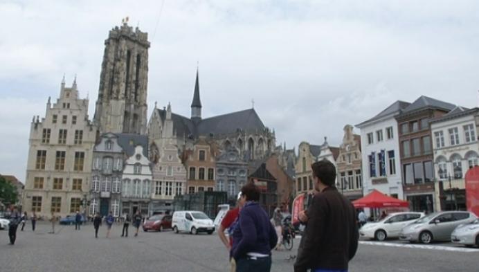 E-rijders houden halt op Grote Markt in Mechelen