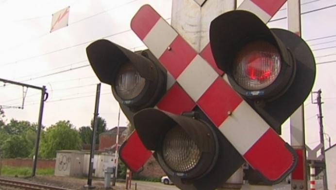 Onveilige situatie aan spooroverweg Booischot