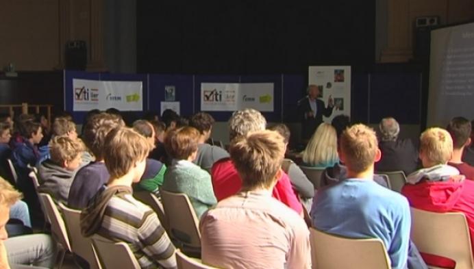 Dirk Frimout geeft les in VTI Lier
