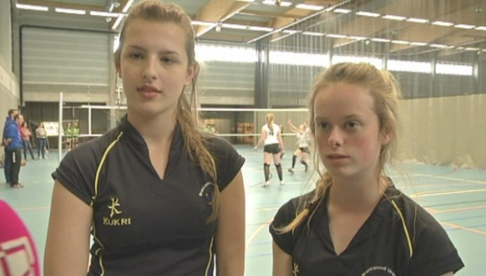 Ursulinen uit binnen- en buitenland volleyballen tegen elkaar