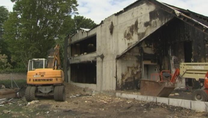 Schoenenwinkel begint aan heropbouw na brand