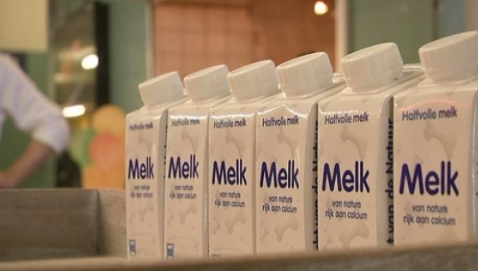 Vlam verdeelt 4000 brikjes melk in station Mechelen