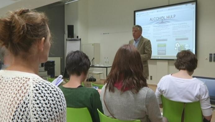 Minister Vandeurzen wil online hulpverlening verder uitbouwen