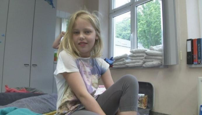 150 kinderen kamperen in de klas