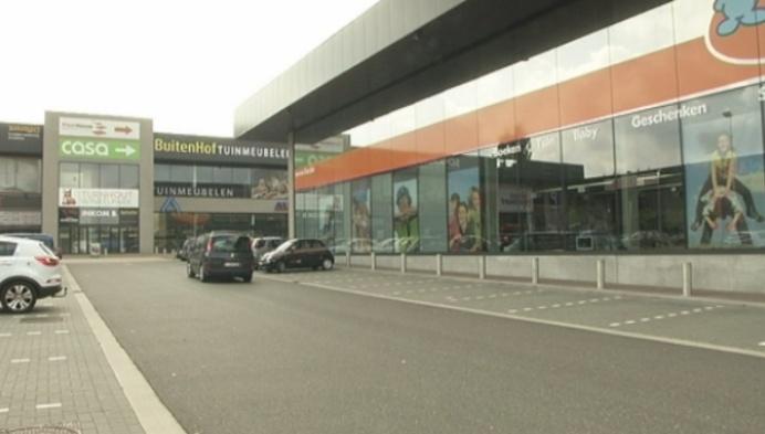 """""""Kledingswinkels Winkelpark XXL hebben geen socio-economische vergunning"""""""