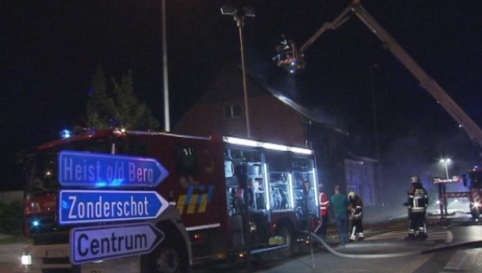 Brand in verdachte omstandigheden legt huis in de as