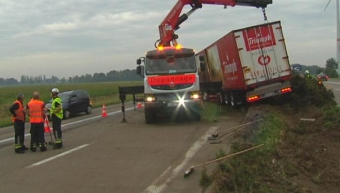 Vrachtwagen met lingerie door middenberm