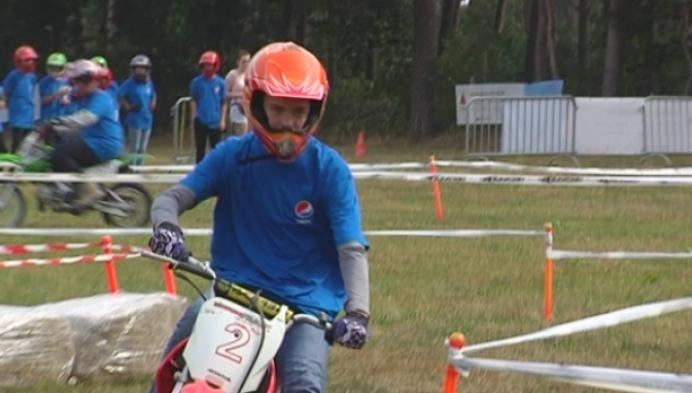 Jongeren worden motorcrosser in de Keiheuvel in Balen