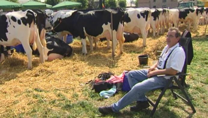 Eerbetoon aan overleden jongeman op veeprijskamp