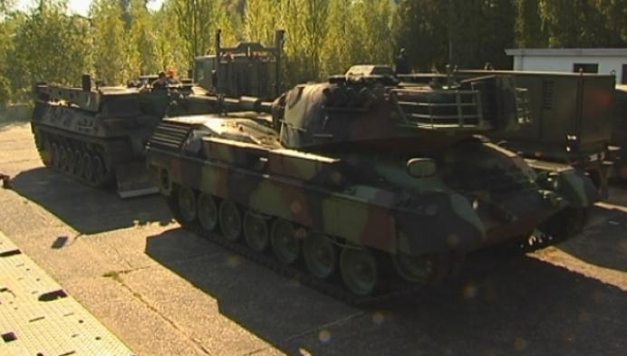 Grote legertank is eyecatcher aan ingang oud militair domein Kievermont