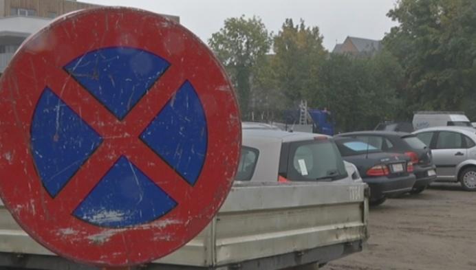 Automobilisten stellen parking De Schans zelf terug open