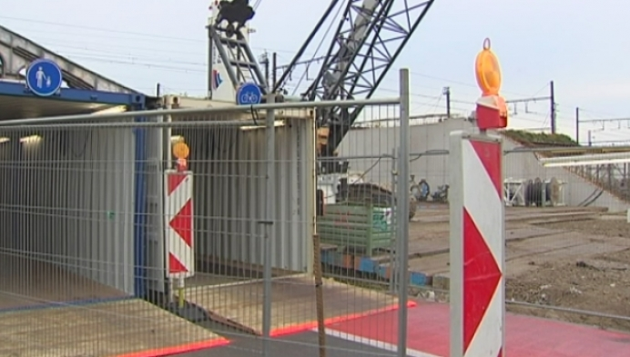 Fietsers en voetgangers veilig naar station door containers