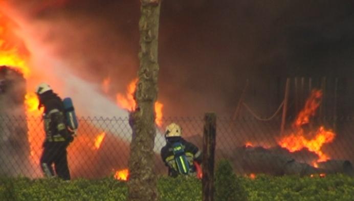 Zware brand legt boomkwekerij in de as