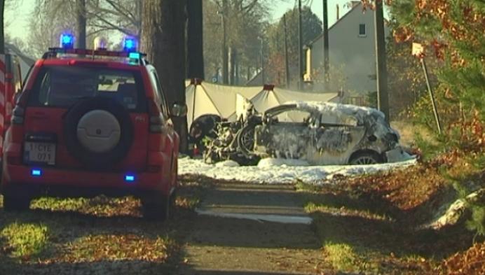 Automobilist belandt tegen boom en sterft in brand