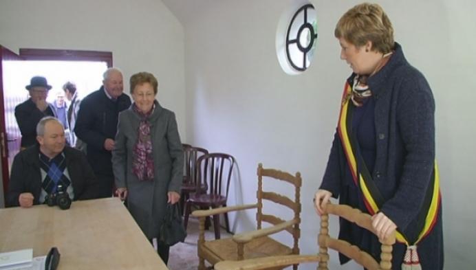 Echtpaar hernieuwt huwelijk in kleinste gemeentehuis