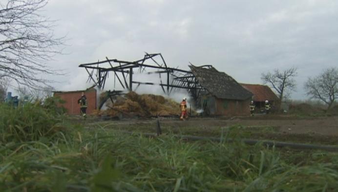 Historische schuur brandt uit in Lier