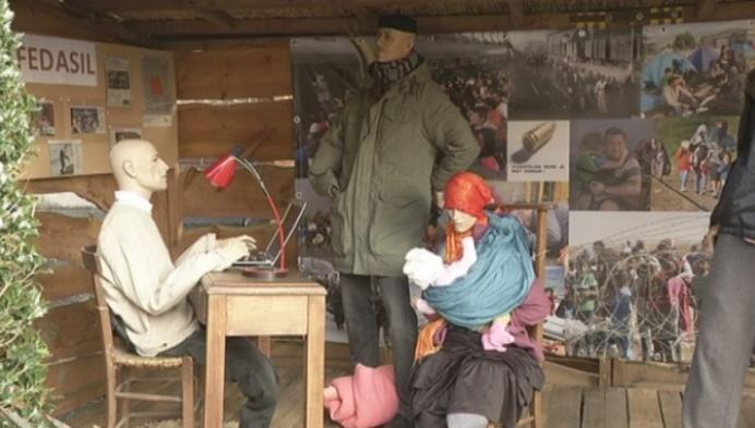 Vluchtelingen vervangen Jozef en Maria in kerststal