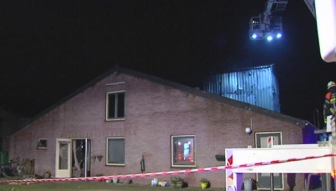 Uitslaande brand aan stal met 800 mestkalveren in Poppel