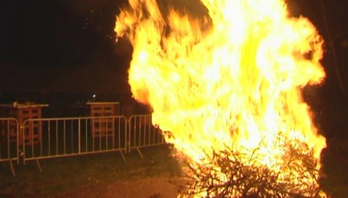 Sfeer op kerstboomverbranding Booischot