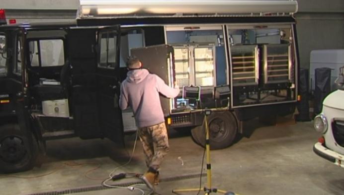 Koppel uit Geel maakt boozetruck van oude brandweerwagen
