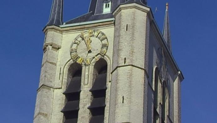Uurwerk Sint-Amandskerk is weer verlicht