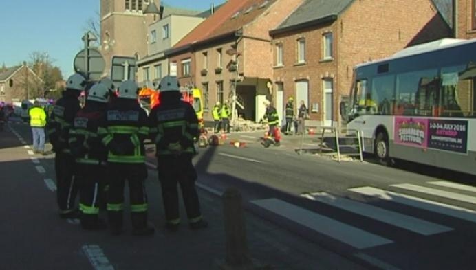 Lijnbus ramt twee woningen in Berlaar-Heikant