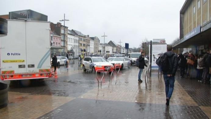 Stations in Mechelen urenlang ontruimd na bommelding