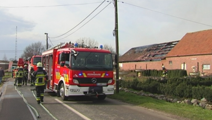 Bij hoevebrand in Rijkevorsel komt mogelijk asbest vrij