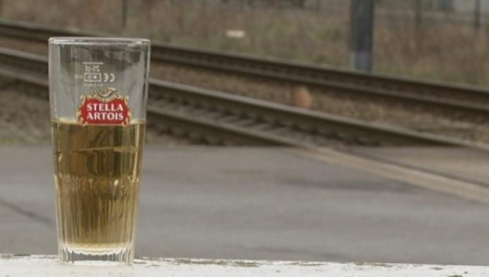 Bestuurder rijdt zich vast op spoorweg aan station Nijlen