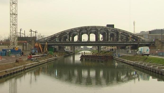 Tijdelijke fiets- en voetgangersbrug aan stationsproject Mechelen