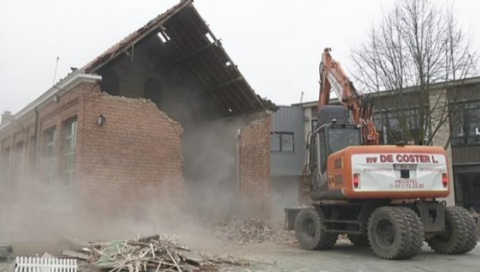 Afbraak oud gebouw gemeenteschool Retie