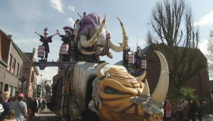Carnavalsstoet met 2 maand vertraging van start