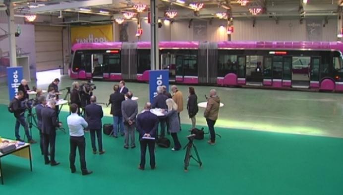 Vlaanderen overweegt aankoop trambussen Van Hool