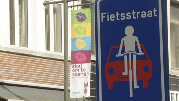 Automobilisten maken het fietsers lastig in de Mechelse Hoogstraat