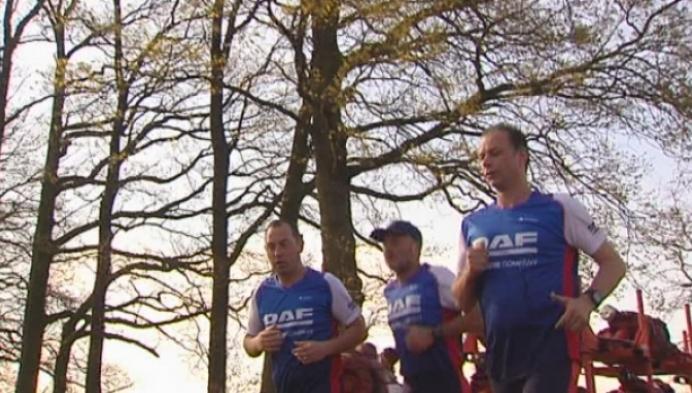 100 werknemers van DAF Trucks lopen de 10 Miles